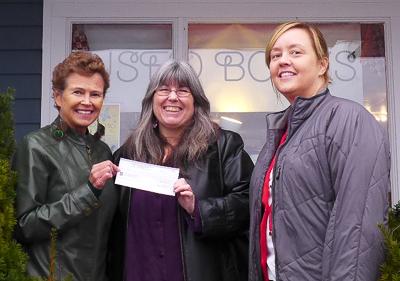 Anne Martell (L) Bay Treasure Chest, Deborah Loughnan (C), and Ellen Helmke (R) owner Otis & Clementine's.