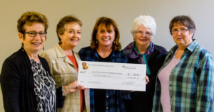 Susan Picton (L), Bay Treasure Chest Community Volunteer Coordinator, presenting cheque to the SMB Association of Community Living represented by (L to R) Pat Swim, Nancy Gilbert, Linda Swim, and Audrey Doucette.