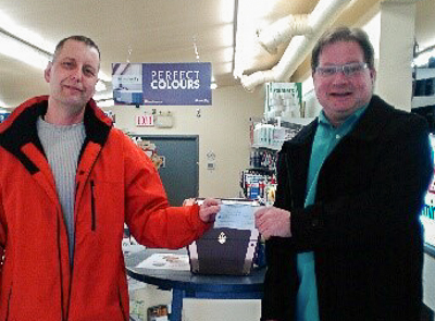 Glenn Sinclair (L) accepting his winning cheque from Harry Ward (R), Bay Treasure Chest Volunteer